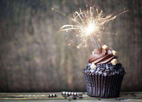 Zuckeraustausch- oder Ersatzstoffe werden immer beliebter. Schließlich ermöglichen sie den Genuss von Plätzchen, Cookies oder Kuchen mit einem guten Gewissen und genauso viel Geschmack wie bei der Verwendung von herkömmlichem Zucker. Die fünf besten Alternativen zum Haushaltszucker findest du hier.